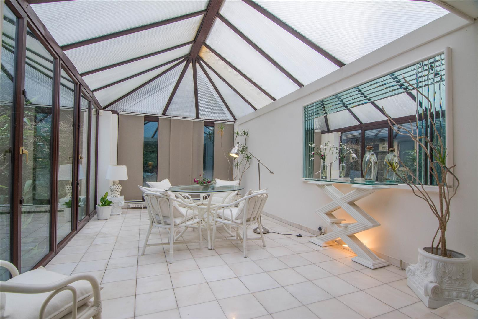 LARGE CONSERVATORY/SUN ROOM